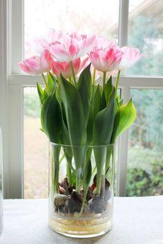 15 olika sätt att arrangera dina tulpaner - Sköna hem  Om en växer dem på lök lär de ju hålla MYCKET längre också?
