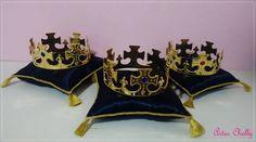 Almofada em cetim com coroa    * Confeccionamos em outras cores
