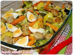 Assado de linguiça com legumes e ovos  - O melhor restaurante do mundo é a nossa Casa
