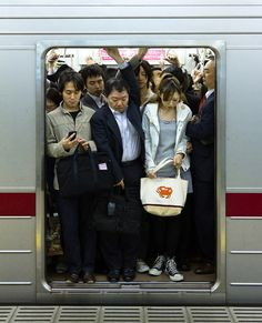 Nice and Convenient Storage Room [christian]) Tags: urban station japan train subway tokyo robot metro crowd transport storage full rushhour crowded tokio tky Primates, Tokyo Subway, Le Vent Se Leve, Tokyo City, U Bahn, Drawing Reference Poses, Foto Art, Nihon, Japanese Culture