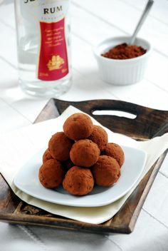 "Truffles ""Drunk Plum"": Delicious and easy to prepare truffles with chocolate, dried plums, orange zest and rum. My Recipes, Bread Recipes, Yummy Treats, Sweet Treats, Dried Plums, Sugar Pie, Dessert Drinks, Dessert Recipes, Sweet Desserts"
