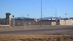 Er vinden geen executies plaats maar de enige manier om uit deze gevangenis in de Mojavewoestijn in Zuid-Californië te geraken, is in een lijkzak.