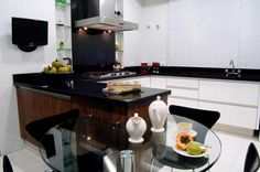cozinha planejada, tv na cozinha, cozinha preta