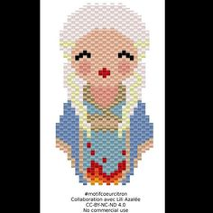Voilà Daenerys Targaryen de Game of thrones version kokeshi, fruit de ma collaboration avec @lili_azalee  J'espère que vous la reconnaissez ☺ #gameofthrones #daenerys #daenerysstormbornofhousetargaryen #daenerystargaryen #ironthrone #got #letronedefer #kokeshi #doll #jenfiledesperlesetjassume #perlesaddict #perlesaddictanonymes #jesuisunesquaw #diy #handmade #motifcoeurcitron #miyuki #miyukibeads #blonde #motherofdragons