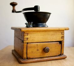 I love old coffee grinders! I have one in my kitchen that I occasionally use.