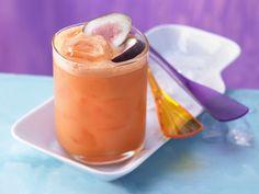 Möhren-Mandarinen-Drink mit Limettensaft | Kalorien: 106 Kcal - Zeit: 10 Min. | http://eatsmarter.de/rezepte/moehren-mandarinen-drink
