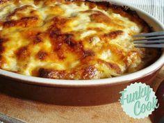 Τα Μακαρόνια με Κιμά είναι σίγουρα μια αγαπημένη συνταγή αλλά και αυτή η εκδοχή στον φούρνο δεν συγκρίνεται! Cookbook Recipes, Cooking Recipes, Pasta Noodles, Pasta Dishes, Food For Thought, Cheeseburger Chowder, Lasagna, Macaroni And Cheese, Soup