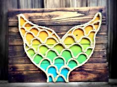 This beach themed piece of art is handcrafted from reclaimed pallet wood from the Oregon coast, and is perfect for any nautical or coastal inspired ¤♡¤ I could prob think of a better, different way to shape jute/rope Rope Crafts, Pallet Crafts, Pallet Art, Crafts To Do, Arts And Crafts, Pallet Wood, Pallet Beds, Wood Wood, Barn Wood