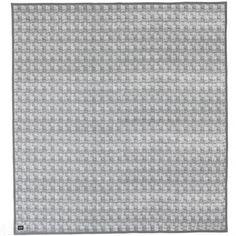 Ferm Living Static bed cover is een mooie quilt / sprei voor over het bed, maar ook mooi voor op de bank. Formaat: 235 x 245 cm. Het is gemaakt van een mooie kwaliteit 100 % katoen met een polyester thermo vulling. Artikelnummer 8209. Kleuren: vergrijsd groen en wit. Wasvoorschrift : 30º C. www.emma-b.nl