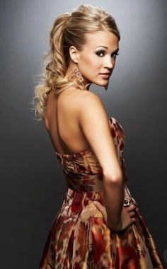 One of my favorite celebrities, Carrie Underwood. Always so classy and beautiful. American Idol, All American Girl, Carrie Underwood Wedding, Carrie Underwood Photos, Oklahoma, Love Her Style, Celebs, Celebrities, Country Music