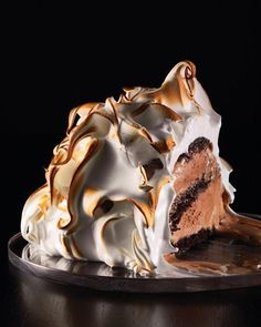 Baked Alaska with Chocolate Cake and Chocolate Ice Cream Recipe from Martha Stewart. Making Baked Alaska (warm browned meringue covering cold ice cream and a cake base) is. Köstliche Desserts, Dessert Recipes, Recipes Dinner, Dessert Healthy, Frozen Desserts, Holiday Desserts, Kosher Desserts, Cheesecake Recipes, Pie Recipes