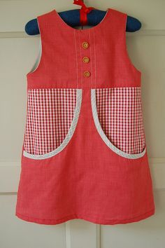 This is a kids dress but I am so drawn to those pockets! I want something like that for me :) Needles and Haystacks: Van Katoen Summer Dresses Little Dresses, Little Girl Dresses, Girls Dresses, Summer Dresses, Toddler Fashion, Teen Fashion, Kids Dress Wear, Moda Kids, Dress Anak