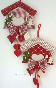 Pin by Dorina Muntean on christmas decoration Christmas Makes, Felt Christmas, Homemade Christmas, All Things Christmas, Christmas Holidays, Christmas Decorations, Christmas Ornaments, Christmas Projects, Felt Crafts