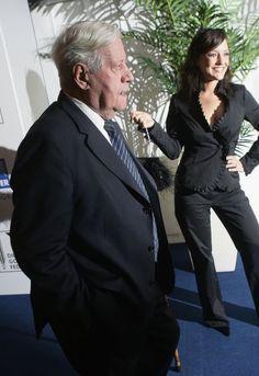 Im Jahr 2007 posierte Pielhau gemeinsam mit Altkanzler Helmut Schmidt bei der...