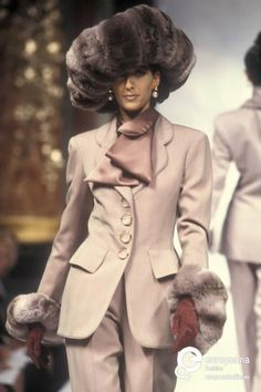 Image from object titled 'Christian Dior, Autumn-Winter Couture' 90s Fashion, World Of Fashion, Fashion Models, High Fashion, Vintage Fashion, Female Fashion, Christian Dior Designer, Christian Dior Vintage, 1990 Style