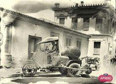 Αθηνα 1926 οδοκαθαριστης - streat cleaner of Athens 1926 Old Pictures, Old Photos, Vintage Photos, Greece Photography, History Of Photography, Old Greek, Greek History, Greek Culture, History Photos