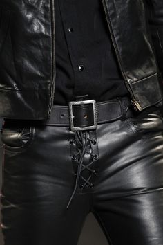 Leather trousers by Saint Laurent Spring 2015 - Is it OK or is it NOT Jeans En Cuir, Leather Fashion, Mens Fashion, Fashion Show, Mens Leather Pants, Leather Jackets, Leder Outfits, Herren Outfit, Looks Style