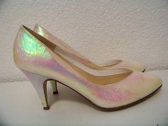 8 1/2 80's //  90's Iridescent Hologram Pearl Kitten Heeled Shoes 1990s Vintage 1980s
