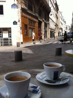 first morning coffee in summertime in Paris, where else? foto roberto 2013