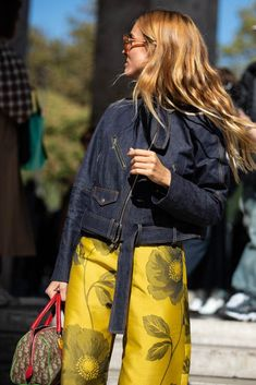 Street style fashion / Fashion week #fashionweek #fashion #womensfashion #streetstyle #ootd #style / Photo: Sandra Semburg Casual Chic Style, Casual Street Style, Street Style Looks, Street Chic, Street Style Women, Fashion Photo, Love Fashion, Trendy Fashion, Fashion Outfits