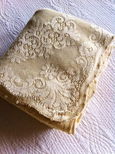 122 Vintage Romantic Home Cafe au Lait Quaker Lace by OlivesandDoves Antique Lace, Vintage Lace, Vintage Items, Old Fashioned Love, Types Of Lace, Tapestry Fabric, Linens And Lace, Vintage Tablecloths, Romantic Lace