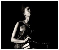 Erykah Badu  (jazzinphoto.wordpress.com)