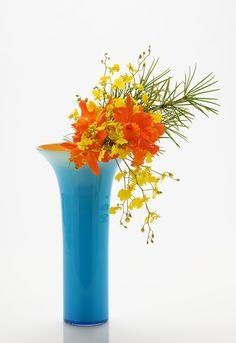 Ikebana (flower arrangement) by Hiroki Maeno - representing earth, man and heaven.