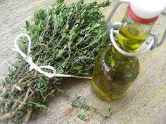 Kosmetické bylinné oleje   DIY. K domácí výrobě bylinkových olejů se nejlépe hodí čerstvé bylinky, ale mohou být i su