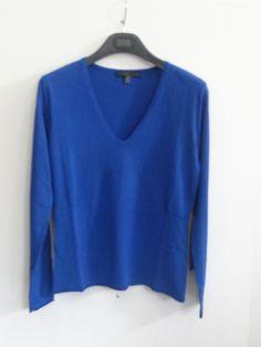 Jersey básico cuello pico color azul klein