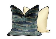 Kelly Wearstler Sora Velvet Pillow by CCDeuxVie on Etsy Velvet Pillows, Diy Pillows, Throw Pillows, New Chinese, Chinese Style, Upholstery Cushions, Pillow Fabric, Kelly Wearstler, Scatter Cushions