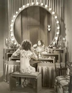1930s .. Now, that's one amazing dressing table!