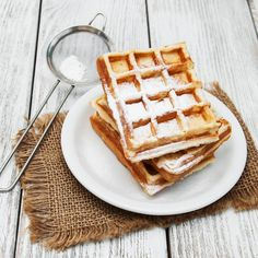 belgian waffles on the table by almaje Belgian Waffles, Nigella, Breakfast Time, Flan, Nom Nom, Food And Drink, Cooking Recipes, Apple, Cookies