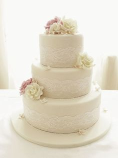 Great 60+ Simple and Elegant Wedding Cake Ideas https://weddmagz.com/60-simple-and-elegant-wedding-cake-ideas/