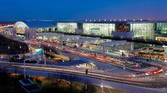 Der Frankfurter Flughafen ist nicht nur der größte deutsche Verkehrsflughafen, sondern auch Heimatflughafen der Lufthansa und der Condor Flugdienst GmbH. Mehr Infos bekommst du in unserem Blog.