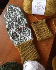 Knitting Projects, Crochet Projects, Knitting Patterns, Knitted Gloves, Fair Isle Knitting, Baby Knitting, Thread Crochet, Knit Crochet, Diy