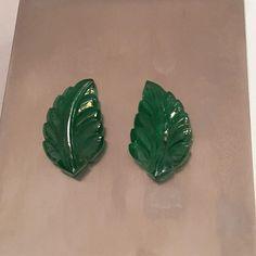 Emerald leaf carving pair▪️origin - Zambian ▪️color - Vivid Green ▪️type - natural & lustre ▪️carat - 23.50 cts▪️shape - leaf ▪️ price - intrested buyers dm or whatsap #emerald #zambian #natural #golden #green #finejewelry #gems #gemstones #earrings #luxury #usa #hongkong #germany #italy #dubai #qatar #doha #abudhabi #india #australia #collectors #rare #jewels #nofilter #classy