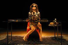 Na peça, baseada na obra de João Ubaldo Ribeiro, a atriz dá vida a uma senhora baiana de 68 anos, que conta a todos suas aventuras sexuais para o público