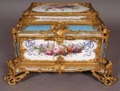 764: FRENCH LOUIS XVI STYLE BRONZE & SEVRES STYLE BOX : Lot 764