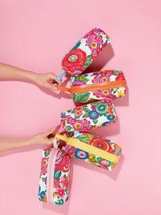 """burda style - Stoff """"Flower Power"""" – Hier gratis die Anleitung zum Download, um das Kosmetiktäschchen zu nähen"""