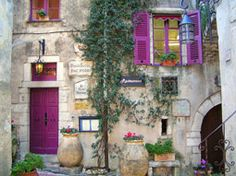 Provence, colorful building