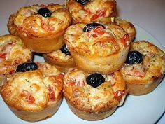 The best recipe for Savory Pizza Muffins! To try it is to adopt it! Ingredients: 180 gr of flour 1 sachet of baking powder 150 gr of white ham 10 cl of olive oil 10 cl of milk 100 gr of grated cheese 3 eggs salt and pepper … Pizza Muffins, Savory Muffins, Tapas, Streusel Muffins, Pizza Style, Snacks, Antipasto, Muffin Recipes, Finger Foods