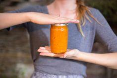 Prvorepubliková meruňková marmeláda I Want To Eat, Hot Sauce Bottles, Beer, Mugs, Tableware, Food, Root Beer, Ale, Dinnerware