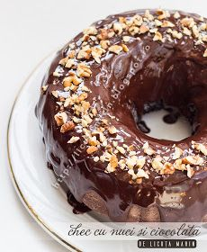 Cake with nuts and chocolate recipe Bread Rolls, Something Sweet, Sweet Bread, Chocolate Recipes, Doughnut, Food And Drink, Pudding, Ice Cream, Sweets