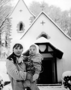 Rare Audrey Hepburn — Audrey Hepburn with her son Sean in Bürgenstock, Switzerland They're in front of the church that Audrey and Mel were married in. Golden Age Of Hollywood, Classic Hollywood, Old Hollywood, Audrey Hepburn Born, Katharine Hepburn, Audrey Hepburn Costume, Viejo Hollywood, Diahann Carroll, Fair Lady