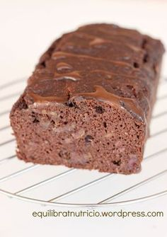 Cocoa cake (No added sugar, no flour, no sweeteners) Sugar Free Recipes, Sweet Recipes, Real Food Recipes, Yummy Food, Gluten Free Desserts, Healthy Desserts, Gluten Free Recipes, Tortas Light, Cacao Recipes