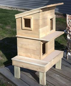 Buy our Outdoor Feral Cat Shelter House to safeguard your outdoor cats from mother nature's elements and predators. #catsdiystuff