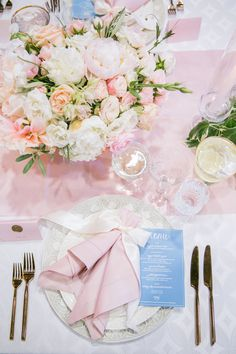 La Tavola Fine Linen Rental: Lately Natural with Topaz Blush Table Runners and Napkins | Photography: Jasmine Lee Photography, Event Planning & Design: Charmed Events Group, Florals: Nicole Ha Floral Design, Tabletop Rentals: Frances Lane, Rentals: Bright Event Rentals, Classic Party Rentals and Standard Party Rentals