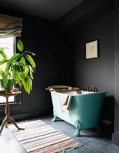 Colorful Home Decor Black walls.Colorful Home Decor Black walls Dark Bathrooms, Interior, House Interior, Vintage Bath, Colored Ceiling, Black Walls, Heritage Bathroom, Bathrooms Remodel, Bathroom Decor