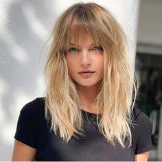 Lovely cut by & color by 💖💜💙. Lovely cut by & color by 💖💜💙❤️ Blonde Lob With Bangs, Blonde Fringe, Blonde Layered Hair, Long Hair With Bangs, Layered Haircuts With Bangs, Hairstyles With Bangs, Full Fringe Hairstyles, Hairstyle Ideas, Langer Pony