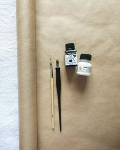 Easy Father's Day gift wrap - dip pen drawing and calligraphy! Make a gorgeous DIY gift wrap with just a few simple tools! Creative ideas for pattern illustration and drawing aesthetic with ink and many more crafts ideas at Le cafe de maman! #dippen #dippencalligraphy #inkart #handmadegifts #giftwrapideas #easycraftsideas